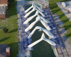 Վենետիկում ինքնատիպ արձան-կամուրջ է կառուցվել