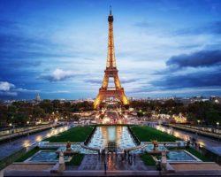 Փարիզում տոնում են Էյֆելյան աշտարակի կառուցման 130-ամյակը